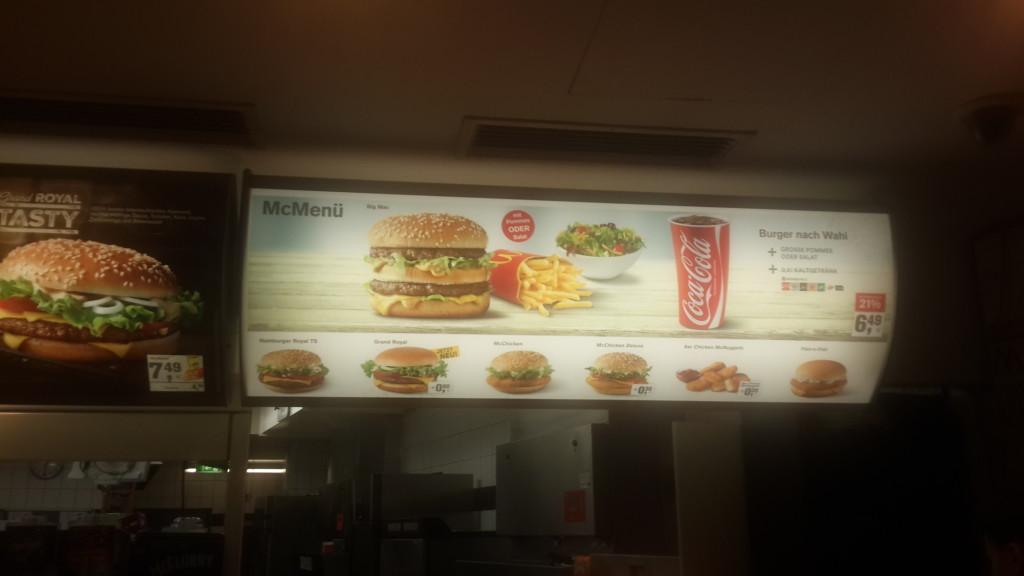 Цены в McDonalds в Вене, Австрия.